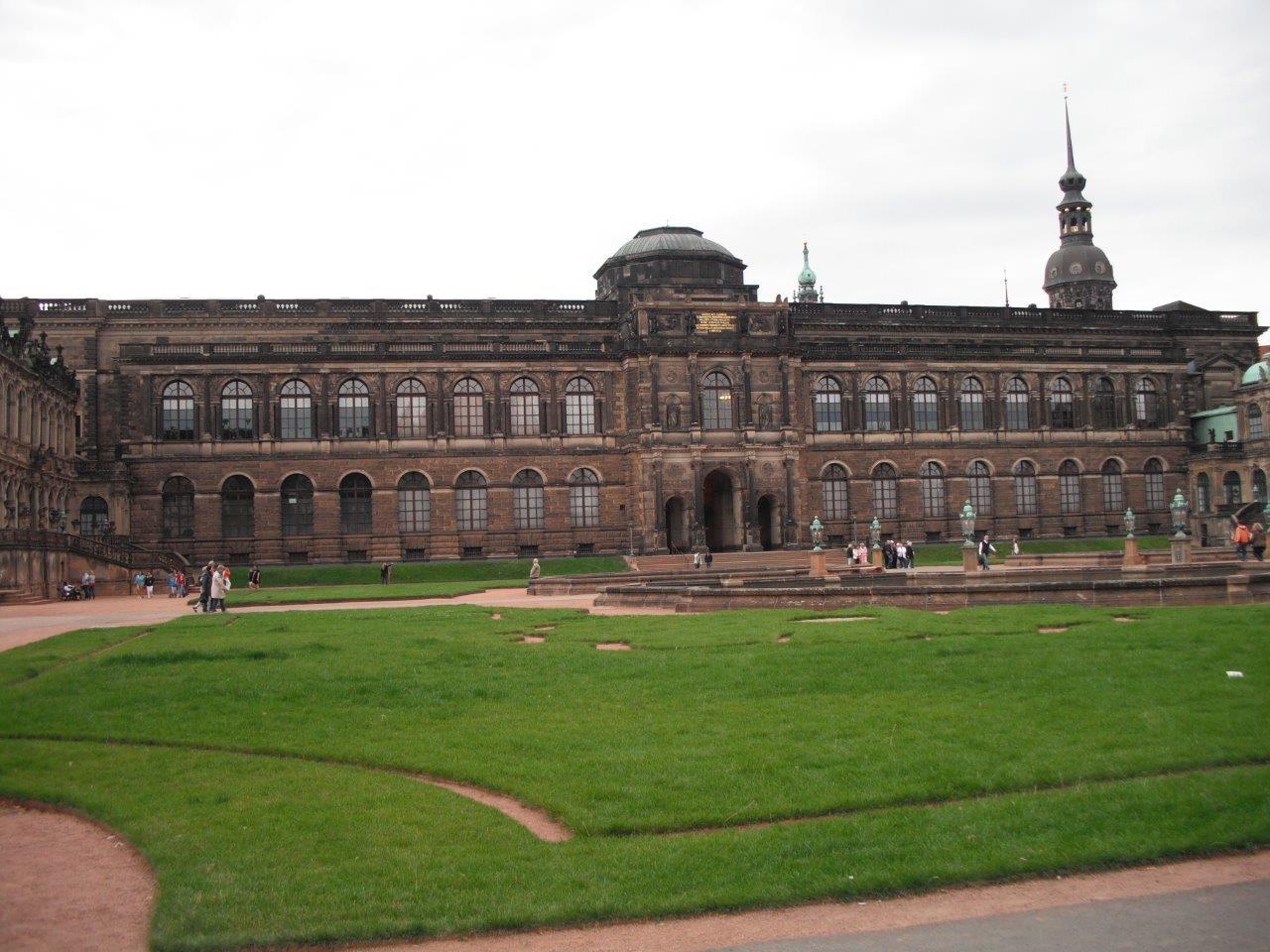 Besucherzahlen in den Museen der Staatlichen Kunstsammlungen blieben 2012 sehr nahe am Niveau von 2011
