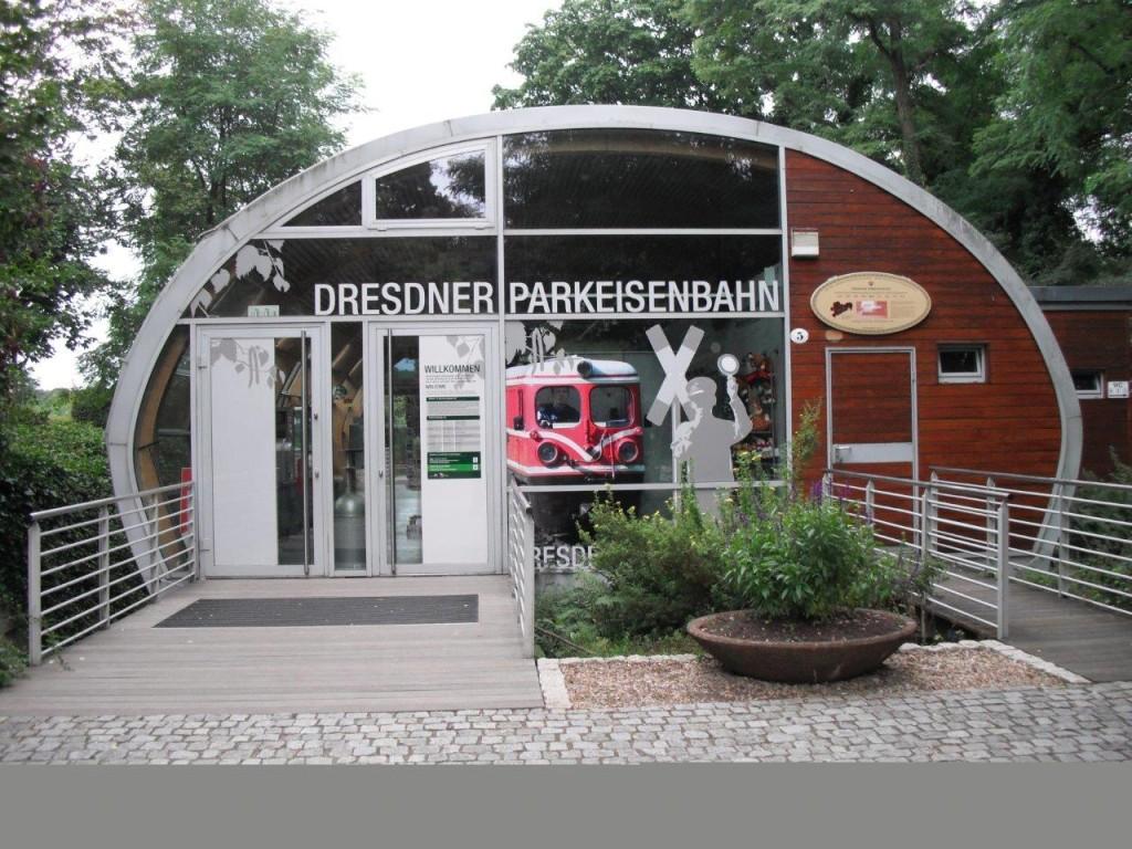Parkeisenbahn im Großen Garten, Dresden: Bahnhof an der Gläsernen Manufaktur, August 2013
