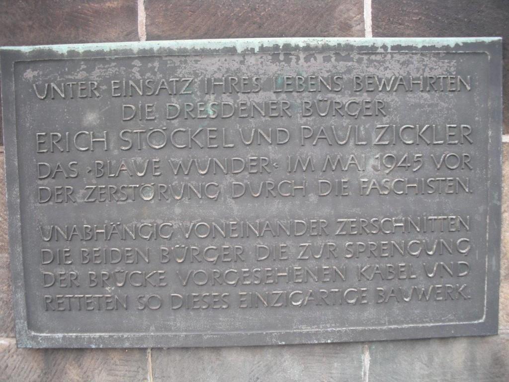 Tafel am Blauen Wunder zum Gedenken an Erich Stöckel und Paul Zickler