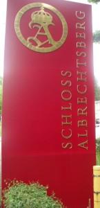 Tafel am Eingang zu Schloss Albrechtsberg