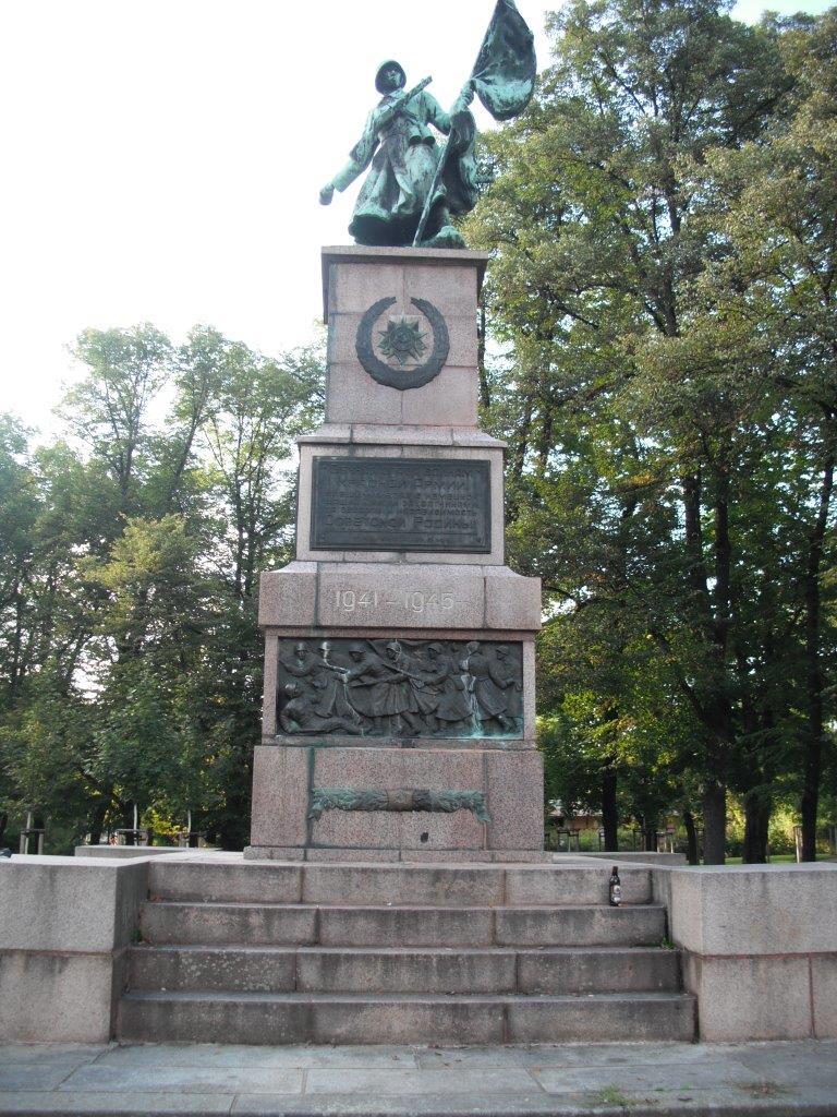 Denkmal am Militärhistorischen Museum Dresden