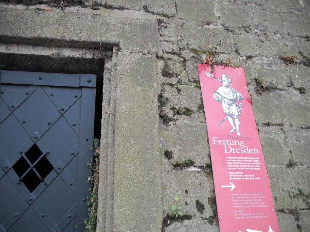 Festungsmauer am Terrassenufer