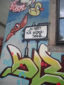 """Wandkunst in der Dresdner Neustadt: """"... zu spät für Widerstand ..."""""""